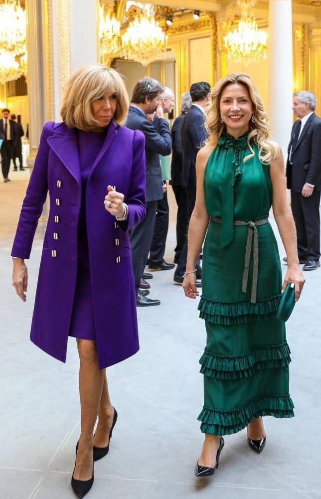 Duelo de estilos: los looks de Fabiola Yáñez y Brigitte Macrón en París
