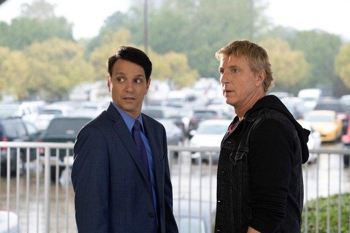 Daniel LaRusso y Johnny Lawrence dejan de lado sus diferencias para buscar a Robby, el hijo de Johnny. Pero las cosas no salen como las esperaban en Cobra Kai. Foto Netflix